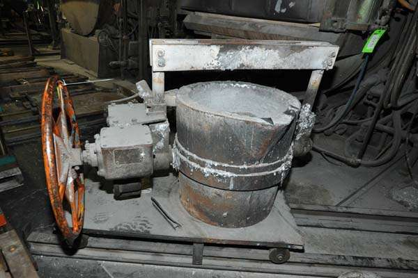 Picture of Modern Equipment MEC-650 Hand-Wheel Tilting Transfer Ladle for Molten Aluminum Alloys For Sale DCMP-4015